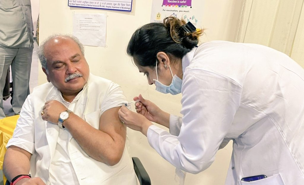 Shri Narendra Singh Tomar, Hon'ble Minister of Agriculture & Farmers Welfare getting vaccinated against COVID-19