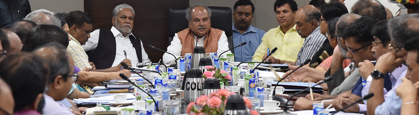 Union Agriculture Minister interacting with Senior Officials of Ministry of Agriculture & Farmers Welfare